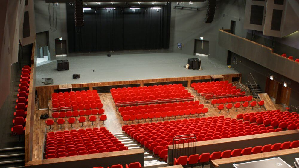 raked seating- theatre seating