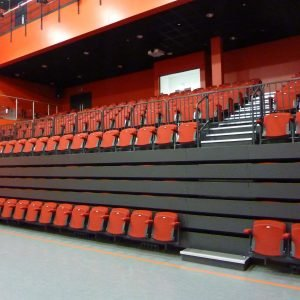 Closed retractable seating unit